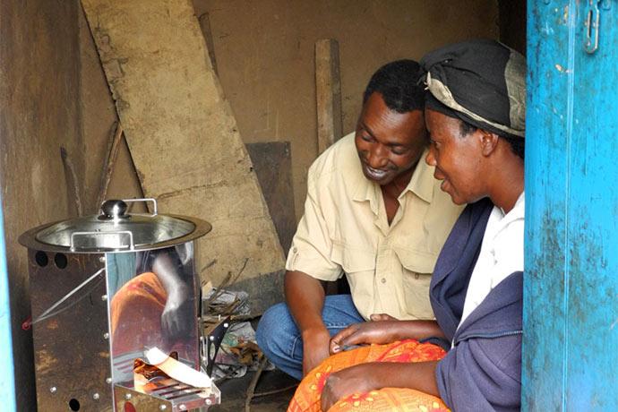 Menschen in Ruanda profitieren von Atmosfair und ETI